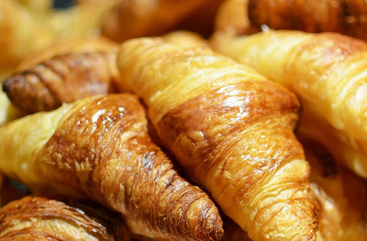 calories croissant
